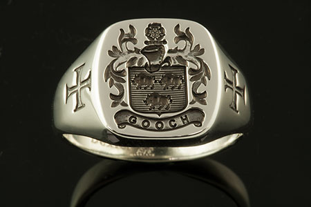 Gooch Family Name / Bespoke Arms / 'Show Engraving' / Oval 9ct