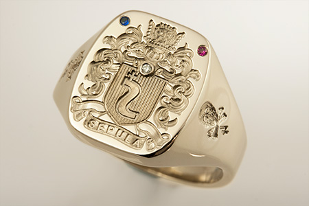 Sepula Family Name / Louis XIV Style Arms / 'Show Engraving' / Oval 18ct