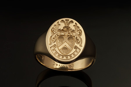 Pumphrey Family Name / Louis XIV Style Arms / 'Show Engraving' / Oval 14ct