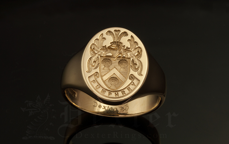 Pumphrey Family Name / Tudor Style Arms / 'Show Engraving' / Oval 18ct