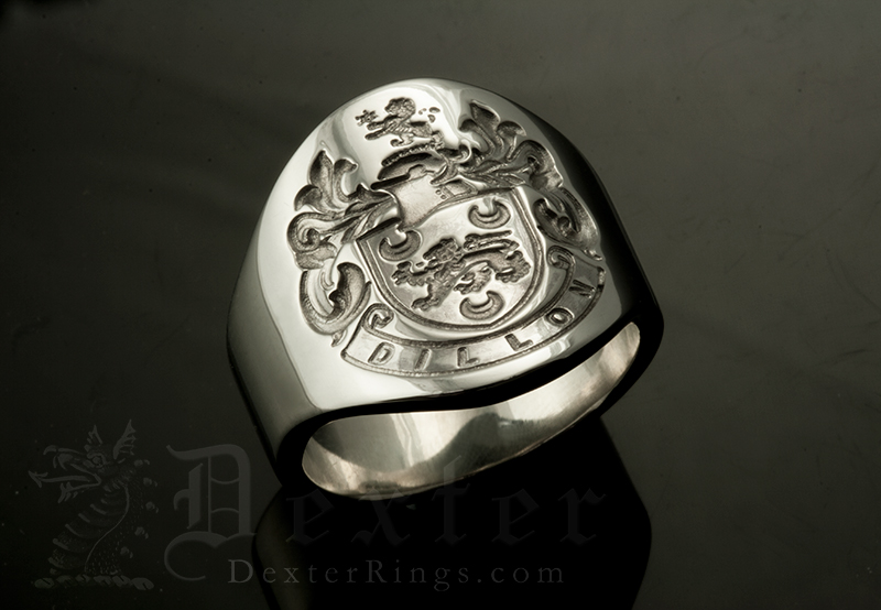 Dillon Family Name / Tudor Style Arms / 'Show Engraving' / Oval 9ct
