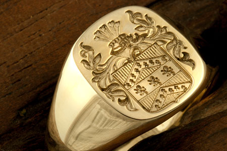 No Banner / Tudor Style Arms / 'Show Engraving' / Cushion 14ct