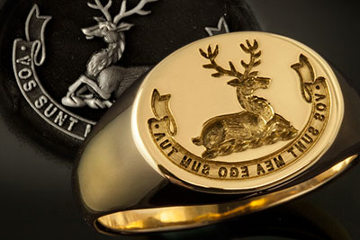 Stag 'couchant' crest & motto reverse oval ring