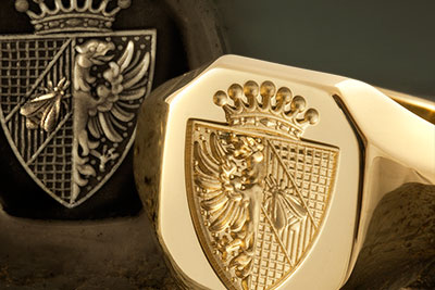 Shield & Coronet signet ring With heraldic bee