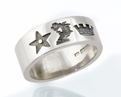Wedding band with heraldic crests